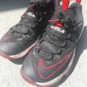 info for 29ad1 2fd07 Lebron 13 low